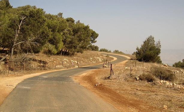בורות בכביש ליד הישוב מעלה גלבוע